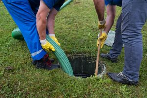 Unclogging Septic Tank System Cleaning